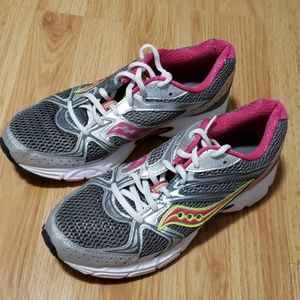 🔔 Gently used Women's Saucony shoes size 9